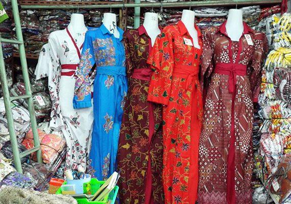 Pasar Klewer Juga merupakan barometer fashion batik di Indonesia